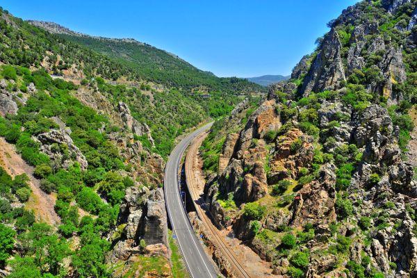 Blick auf ein weißes Dorf, Reise durch das Kalifat, Die Landschaften, Granada, Andalusien