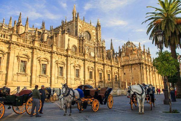 La cathédrale de Séville , Séville en calèche , Espagne