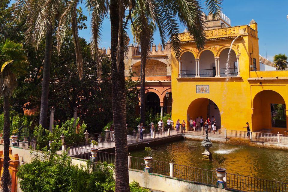 Le palais de l'Alcazar à Séville , The gardens of the Alcazar of Seville , Spain