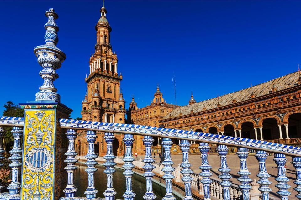 La plaza de España de Sevilla , Vista lateral de la Plaza de España , España