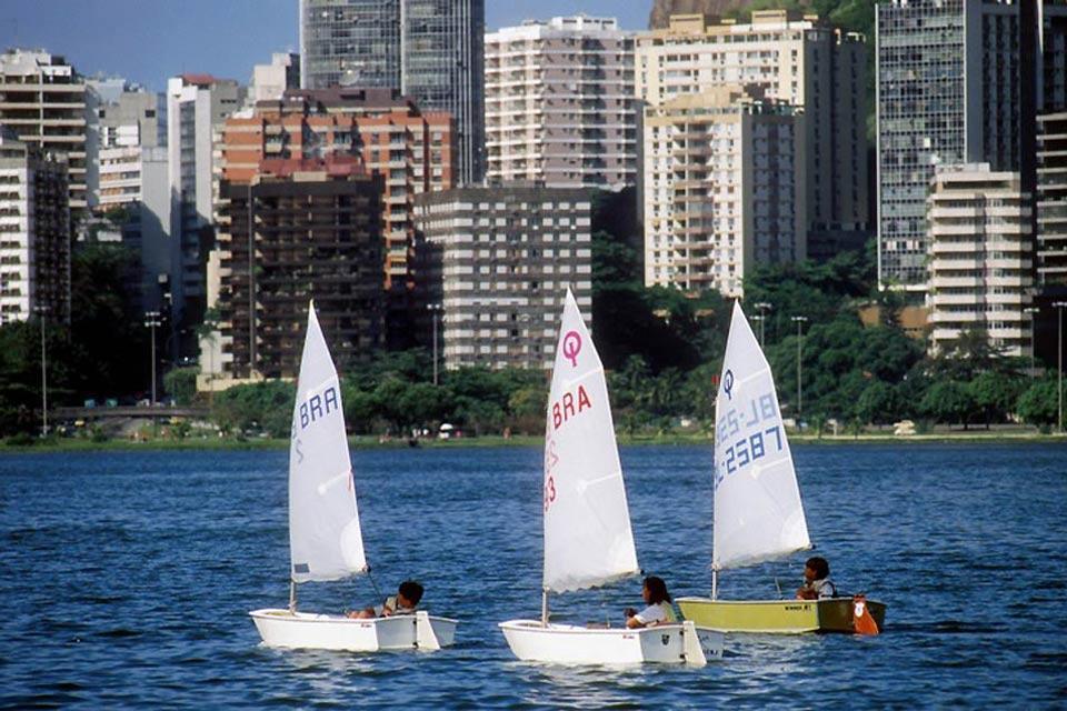 Le lagoa Rodrigo de Freitas , Mini voiliers , Brésil
