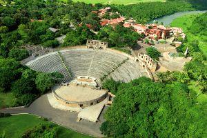 Un anfiteatro antiguo, Altos de Chavon, Los monumentos y los paseos, República Dominicana