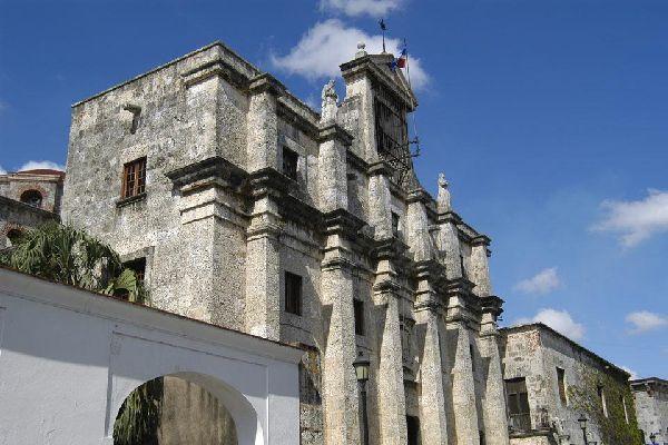La calle de las Damas , El Panteón Nacional , República Dominicana
