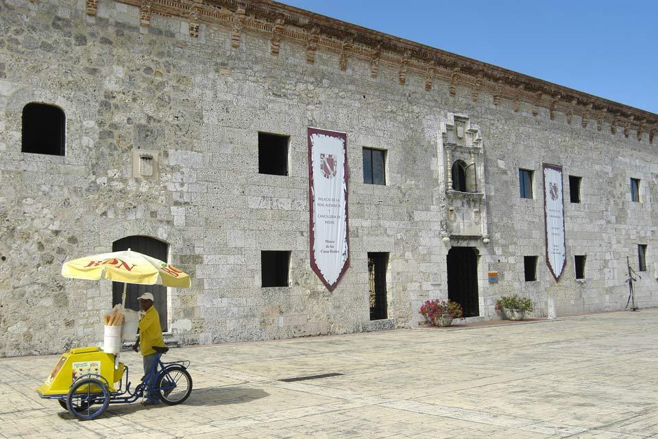 La calle las Damas , Des édifices historiques , République dominicaine