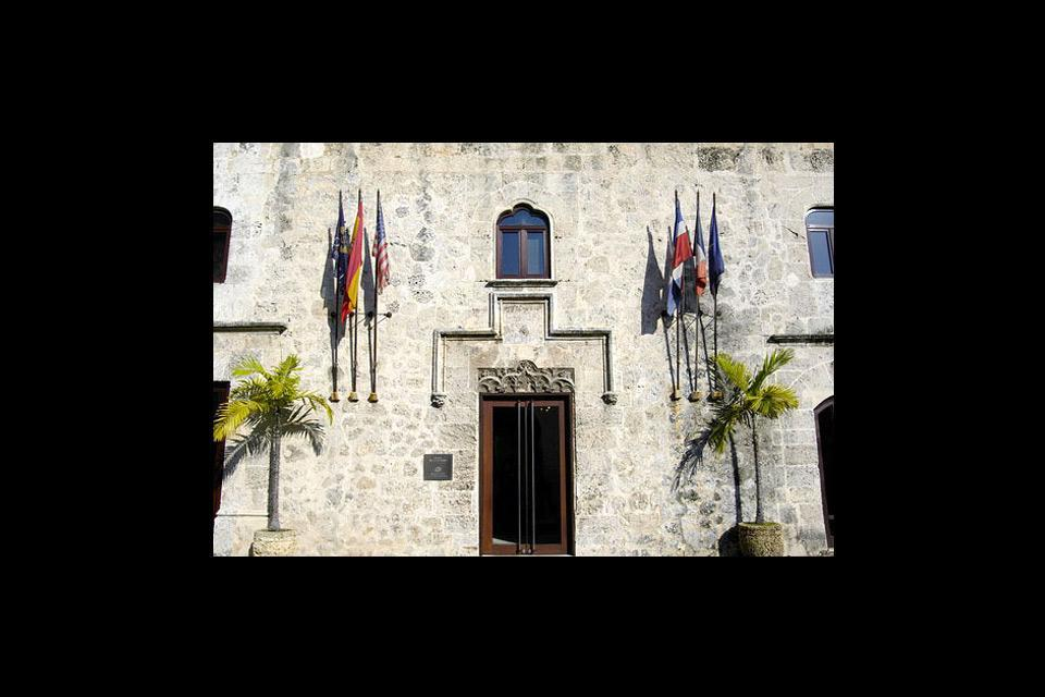 La calle las Damas , La façade du Sofitel Nicolas de Ovando , République dominicaine