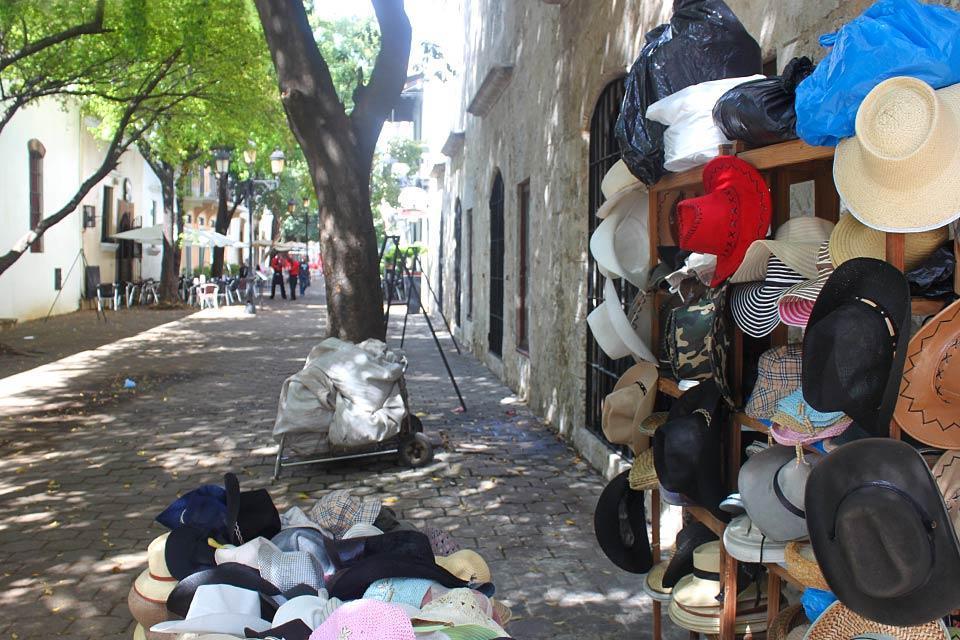 La calle del Conde, Les monuments et les balades, De la puerta del Conde à la cathédrâle, St Domingue, République dominicaine