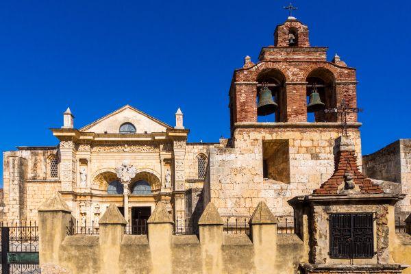 La primera catedral de las Américas, La catedral de Santo Domingo, Los monumentos y los paseos, Santo Domingo, República Dominicana