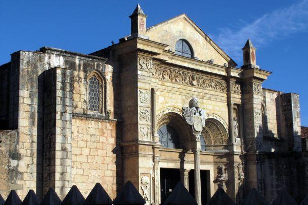 La fachada de la catedral, La catedral de Santo Domingo, Los monumentos y los paseos, Santo Domingo, República Dominicana