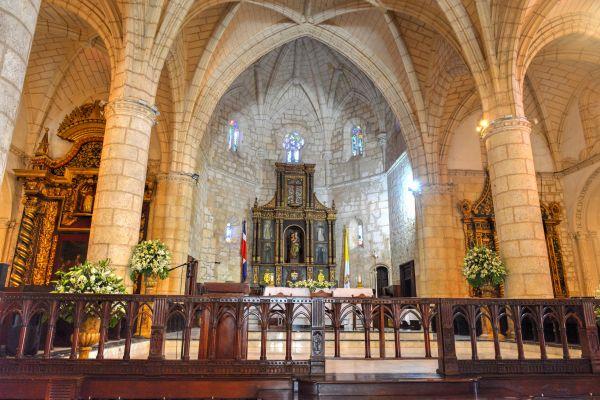 Un altar de plata con un valor inestimable, La catedral de Santo Domingo, Los monumentos y los paseos, Santo Domingo, República Dominicana