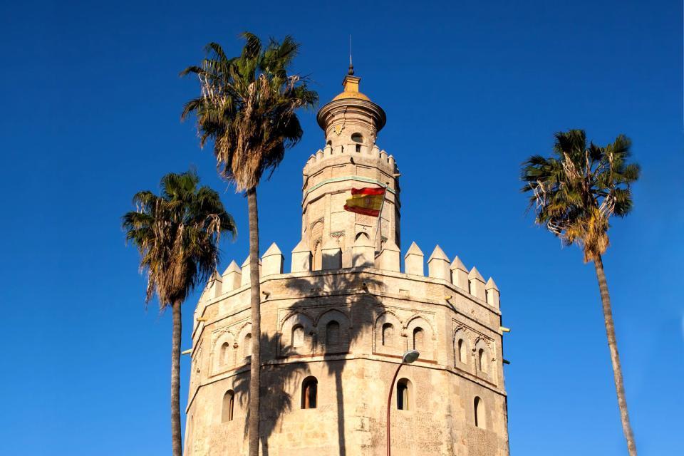 La Torre del Oro , Desde los jardines vista a la Torre del Oro , España