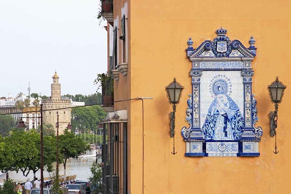 La Torre del Oro , Losas decorativas , España