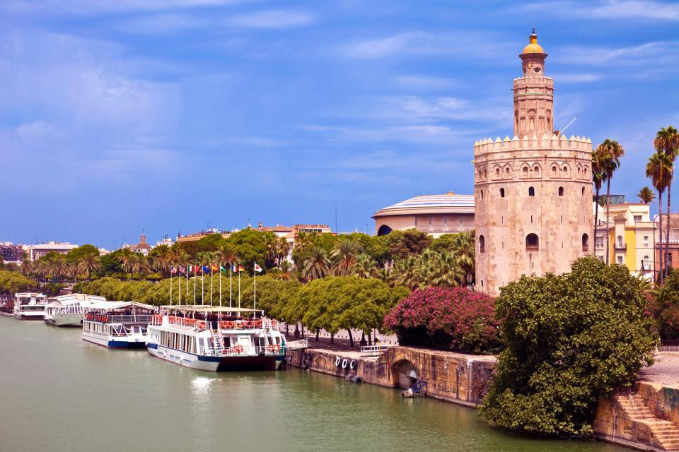 La Torre del Oro , Torre del Oro y Rio Guadalquivir , España