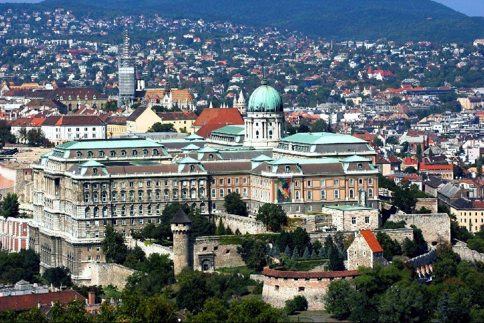 Le château royal de Budapest , L'appellation des lieux , Hongrie
