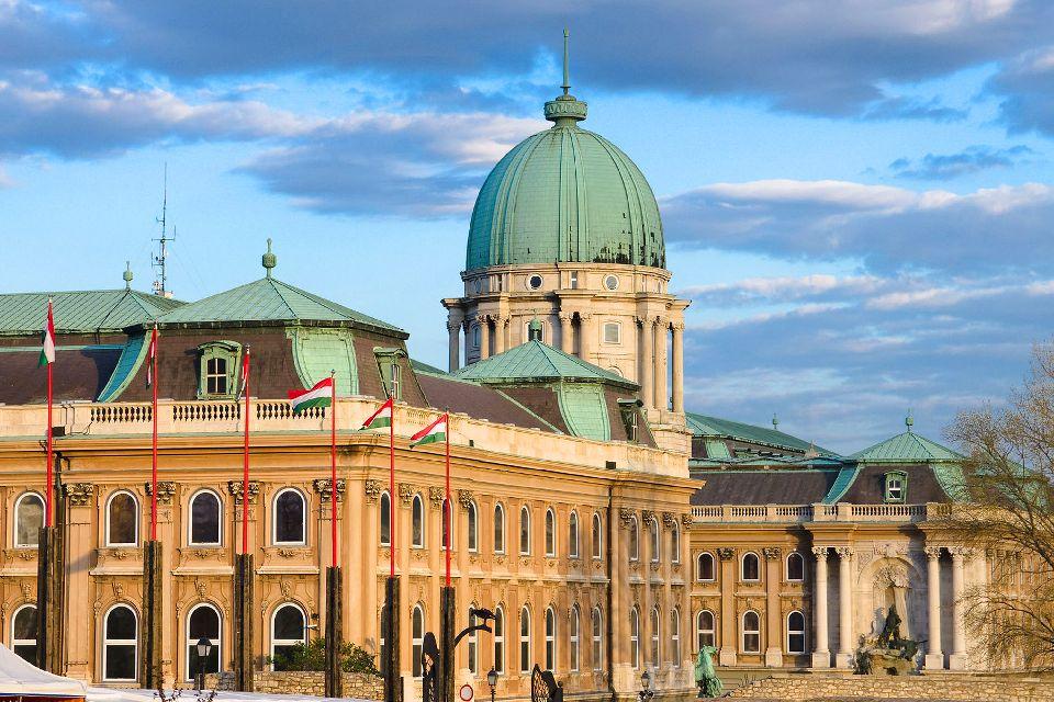 Le château royal de Budapest , L'emplacement du palais , Hongrie