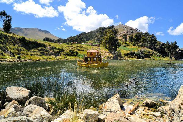 Le lac Titikaka , Rivages fertiles , Bolivie