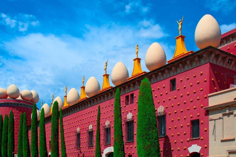 Das Dalí-Museum , Eine kitschige Außenfassade , Spanien