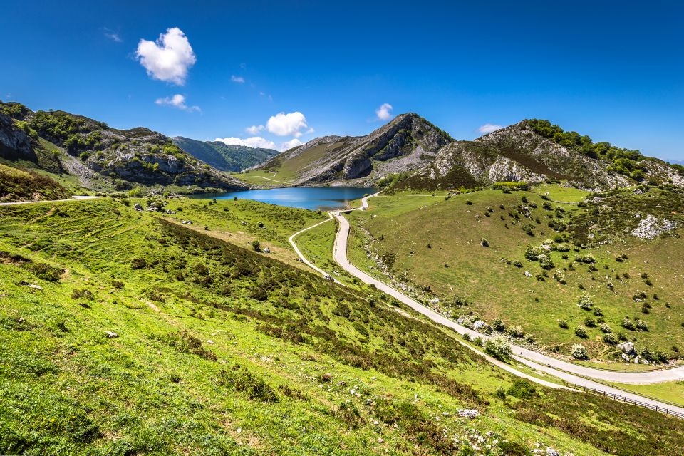 La dote de los campesinos, Hórreos asturianos, Los paisajes, Asturias