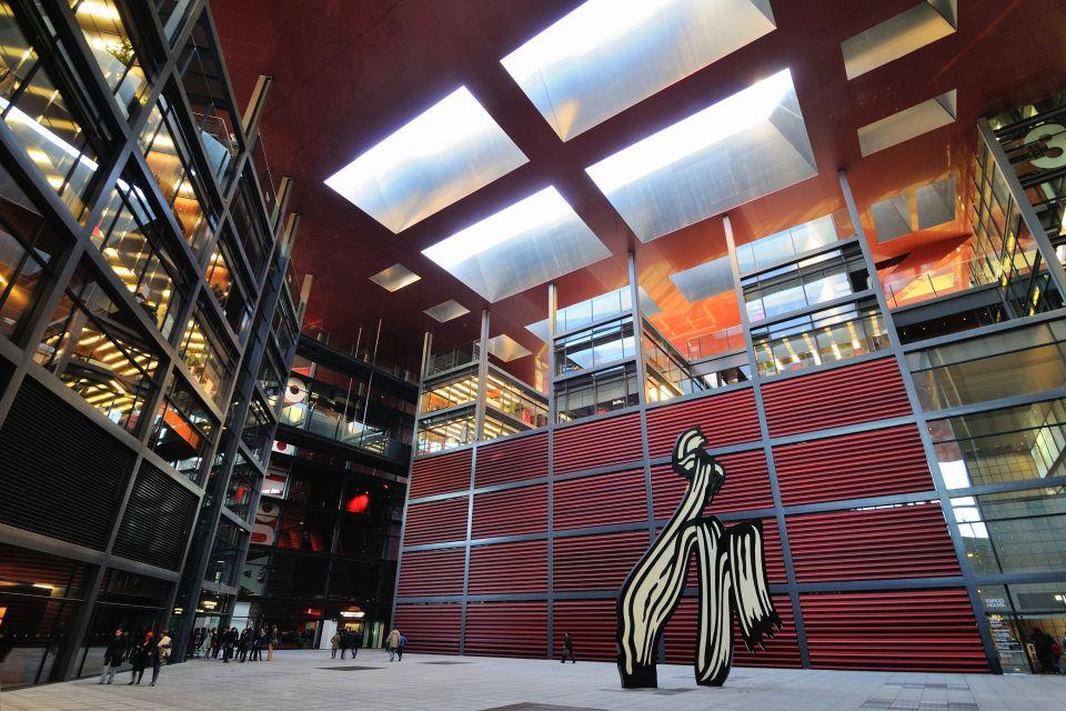 Ascensores de cristal en la entrada del museo, El Museo Nacional Centro de Arte Reina Sofía, Arte y cultura, Madrid, Comunidad de Madrid