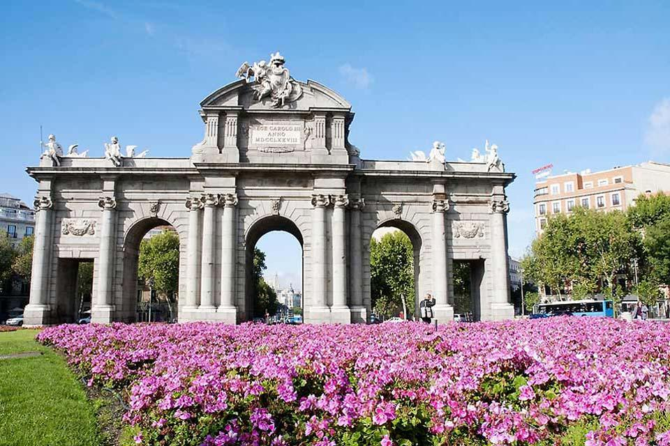 La Cibeles et la Puerta de Alcalá , Puerta de Alcalá et le parc del Buen Retiro , Espagne
