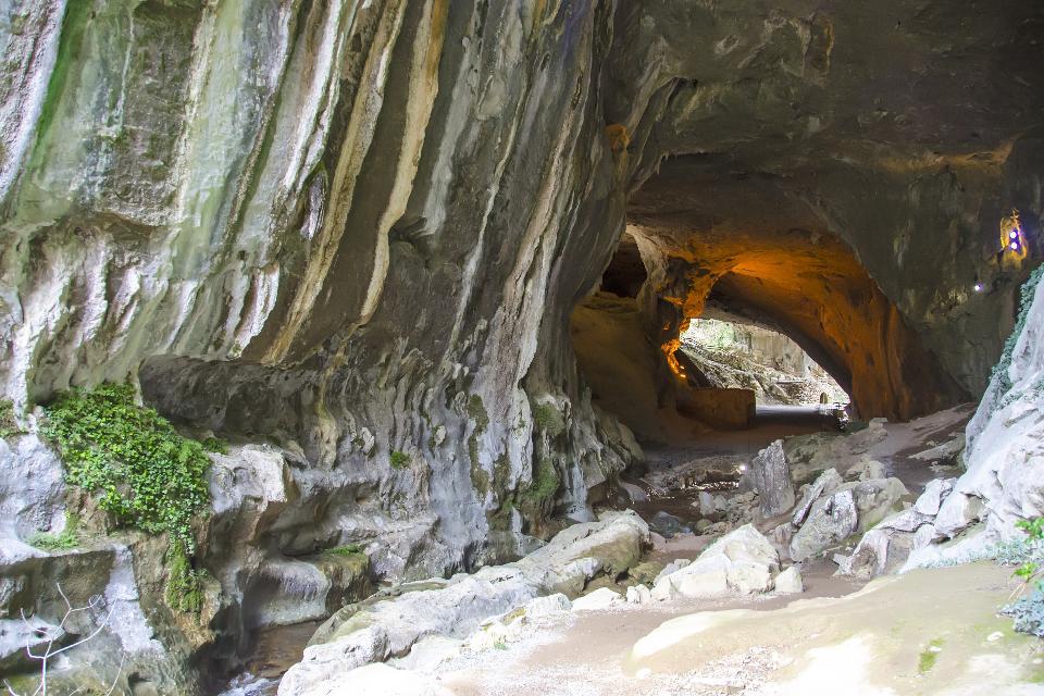Cuevas de Zugarramurdi y Urdax , España
