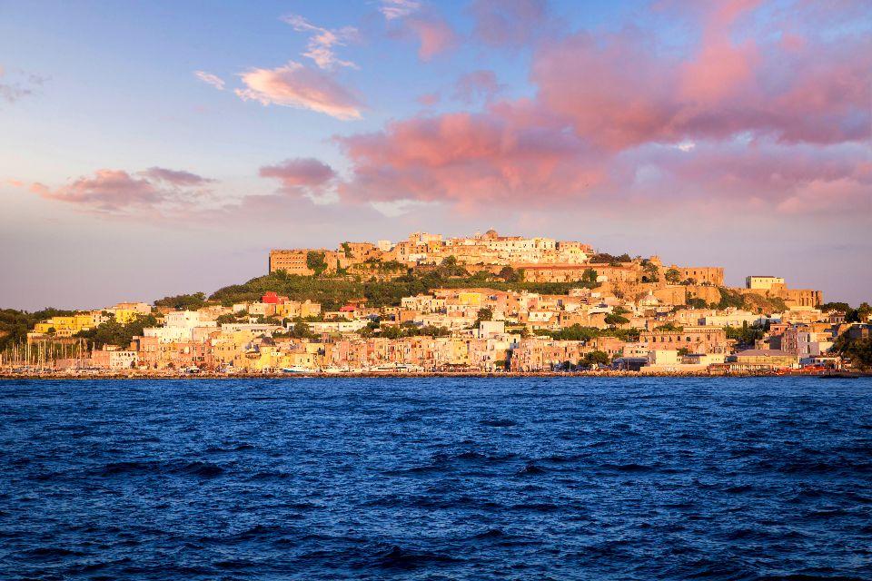 Las Islas del Golfo de Nápoles , Cabo Miseno , Italia