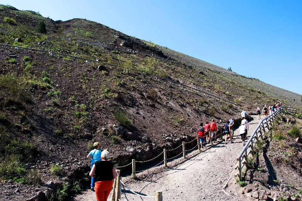 Mount Vesuvius , The crater of Mount Vesuvius , Italy