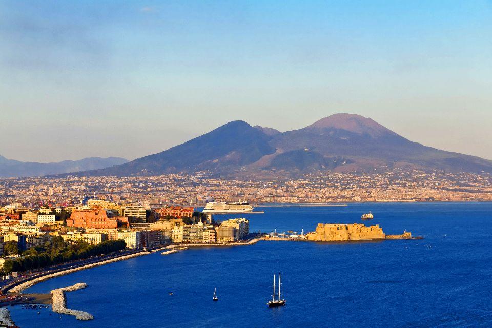 Mount Vesuvius , The Gulf of Vesuvius , Italy