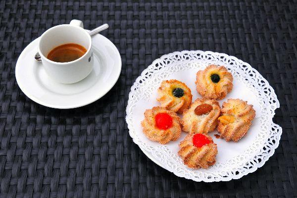 EL CAFÉ , «Na tazzulell» y café , Italia