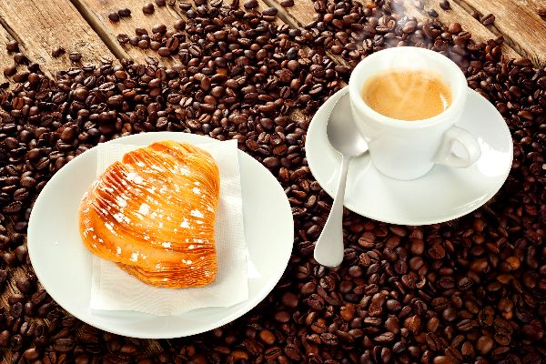 EL CAFÉ , Italia