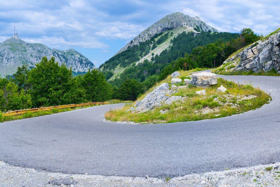 Parco Nazionale di Lovcen , Una strada sinuosa , Montenegro