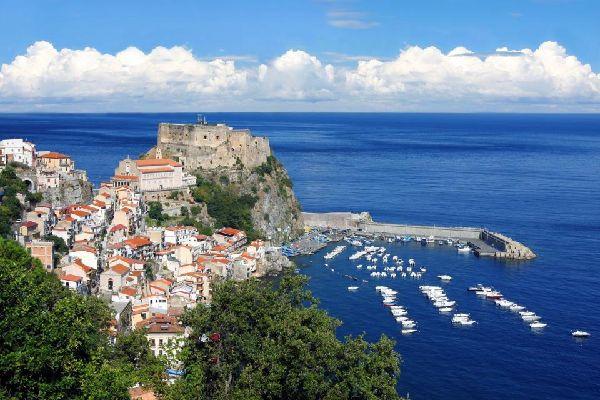 La costa tirrenica , Italia