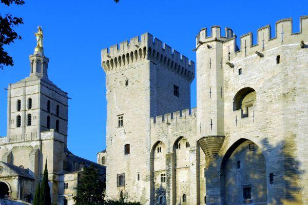 Dos de las torres del Palacio Papal, Palacio de los Papas, Los monumentos, Avignon, Provence-Alpes-Côte d'Azur