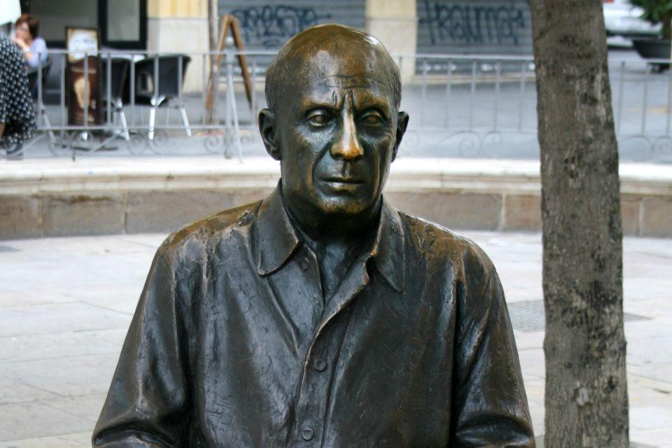 Les musées, sculpture, picasso, la plaza de la merced, malaga, spain, espagne, andalousie, espagne