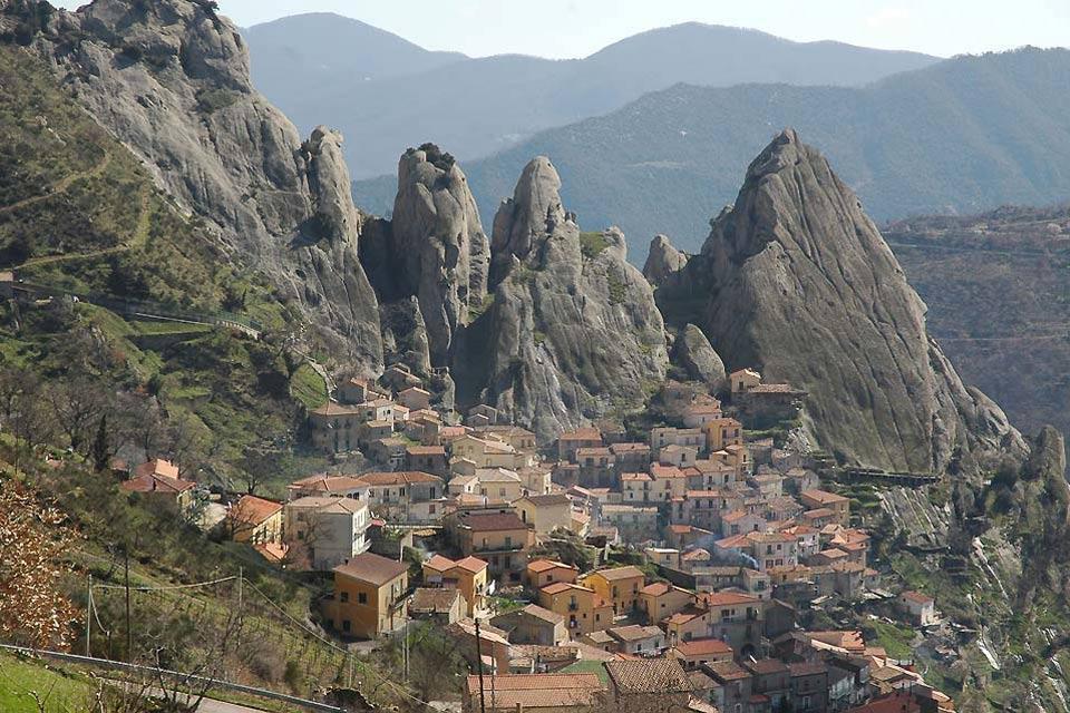 Le Pollino de la Basilicate , Vue d'un village du Pollino Lucano , Italie