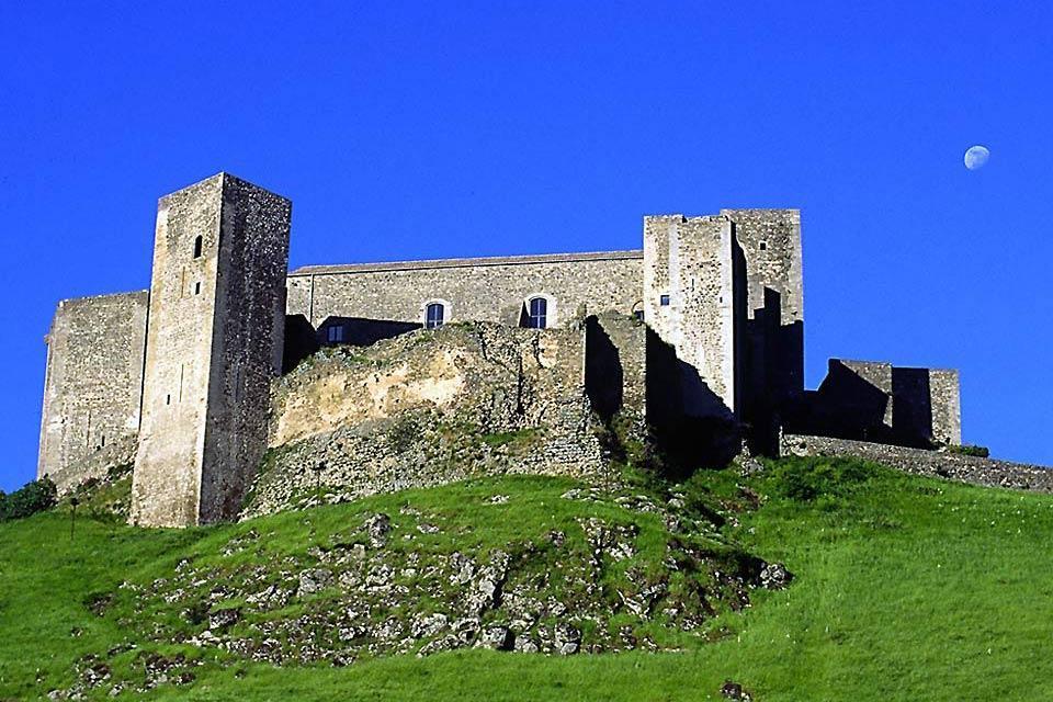 Castillos , El castillo de Melfi, Basilicata , Italia