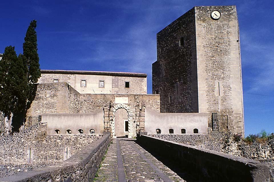 Castillos , El castillo de Melfi , Italia