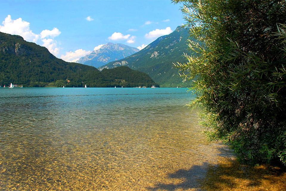 La Carnia , Il Lago di Cavazzo , Italia