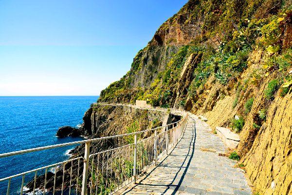 Le Cinque Terre , Una passeggiata nelle Cinque Terre , Italia