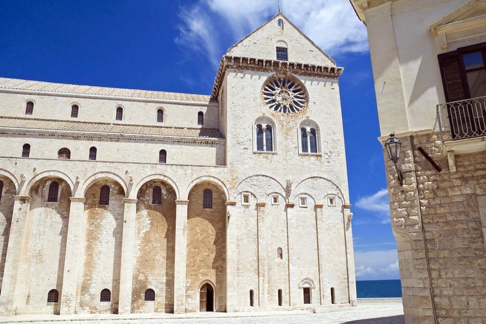 Die Kathedrale von Trani , Seitenfassade mit Querschiff, Trani , Italien
