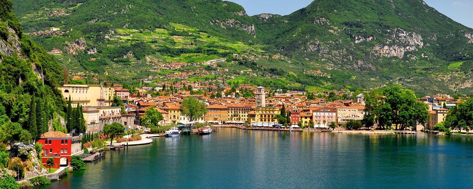 Lake Garda , A beach on Lake Garda , Italy
