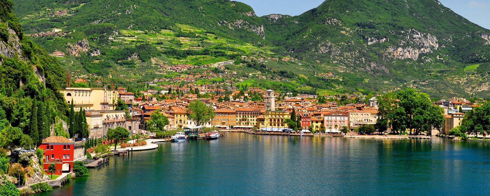 El lago de Garda , Playa del lago de Garda , Italia