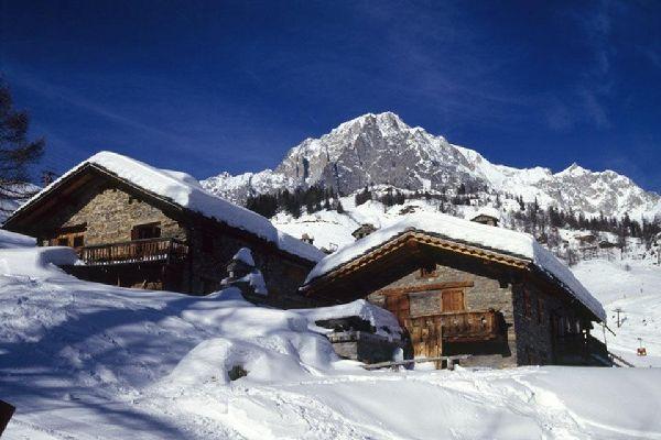 Les montagnes , Refuges et chalets de la Vallée d'Aoste , Italie