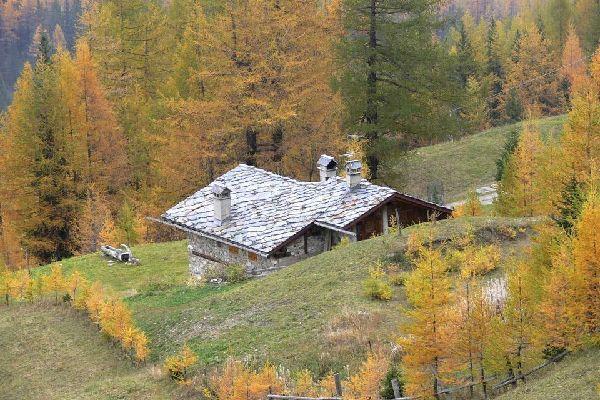 Les montagnes , Les chalets de montagne, Vallée d'Aoste , Italie