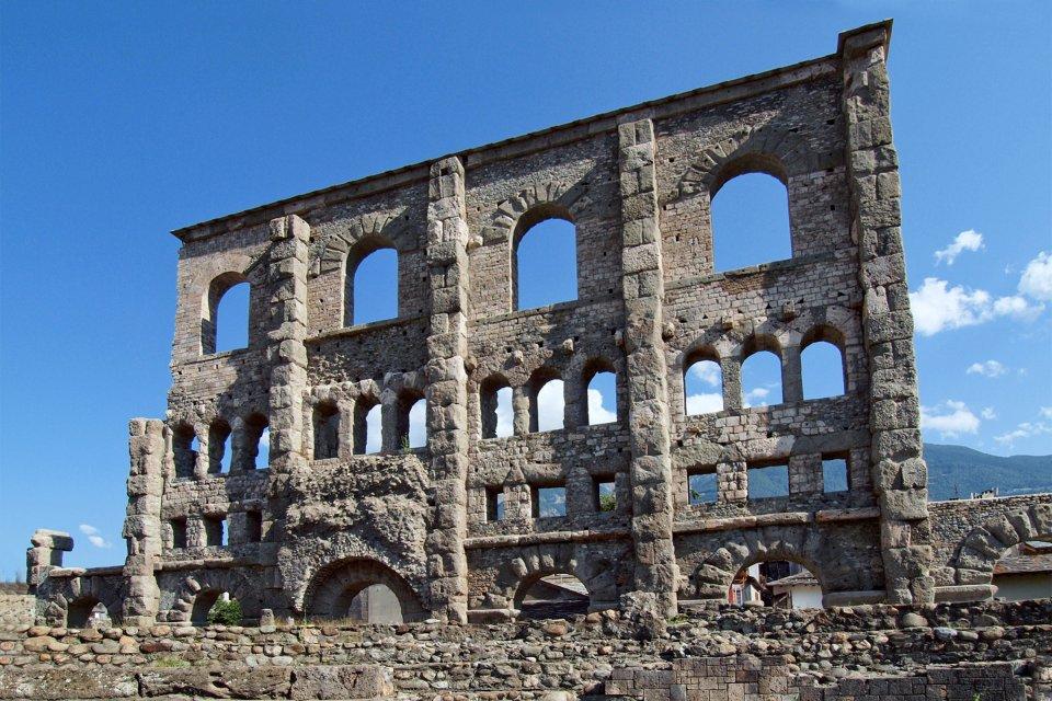 Édifices romains , Le Théâtre romain d'Aoste , Italie
