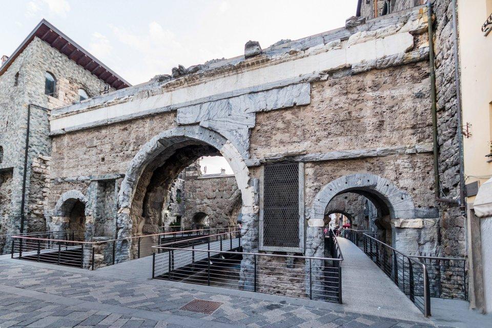 Édifices romains , La Porte Pretoria d'Aoste , Italie