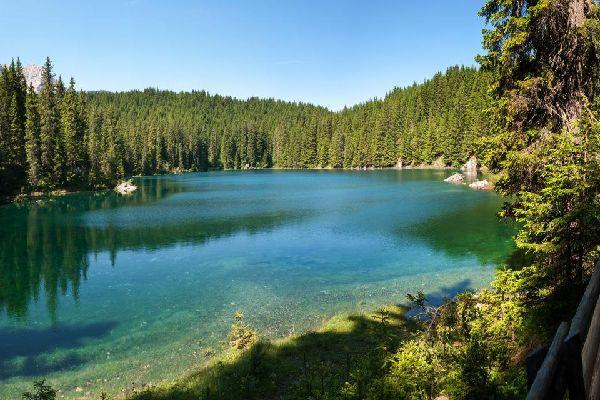 Los Dolomitas , Los lagos de los Dolomitas , Italia