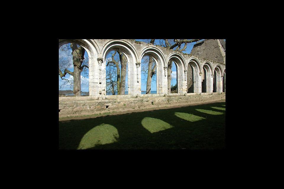 Abadía Marítima de Beauport , Arcadas del claustro de la abadía de Beauport , Francia
