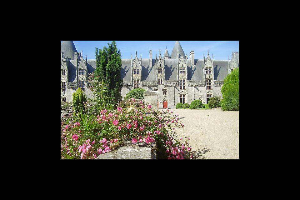 El castillo de Josselin , El patio exterior del castillo de Josselin , Francia