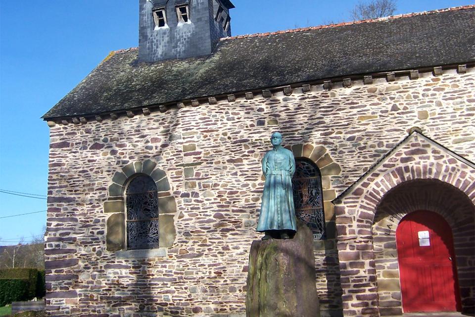 La iglesia de Tréhorenteuc (Sainte Onenne) , Estatuda del abad Guillon , Francia
