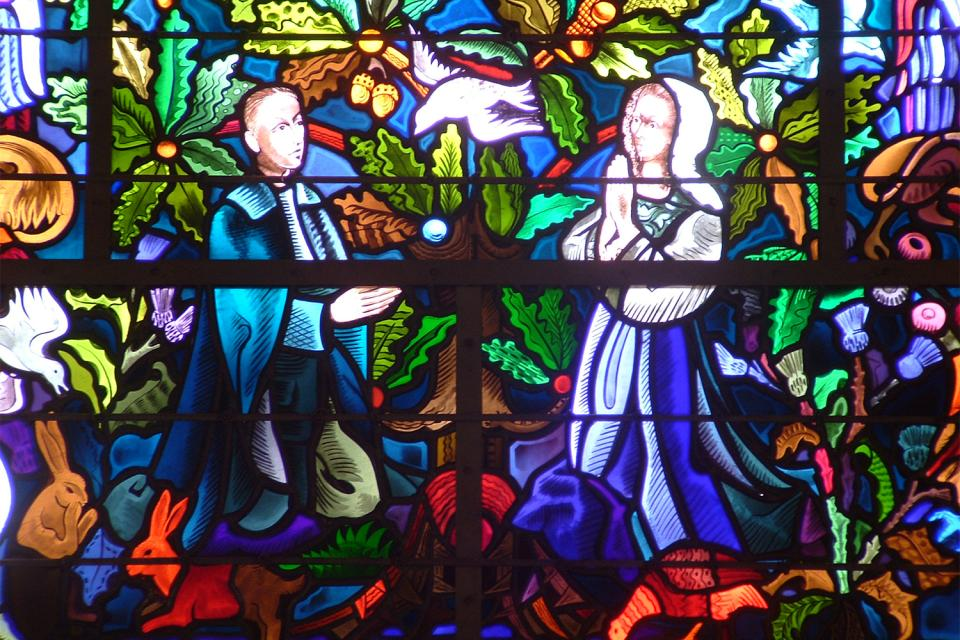 La iglesia de Tréhorenteuc (Sainte Onenne) , Una de las vidrieras de la iglesia , Francia